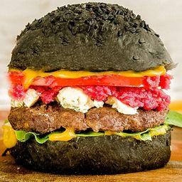Black Gourmet Burger con Papas Fritas