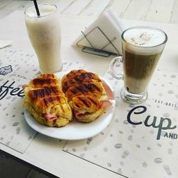 2x1 Medialuna J&Q con Café con Leche