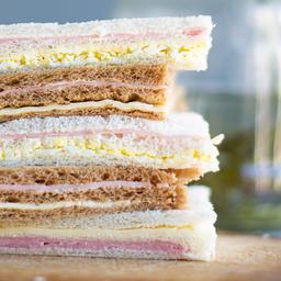 Sándwich de Miga de Jamón y Lechuga