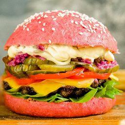Pink Classic Burger con Papas Fritas