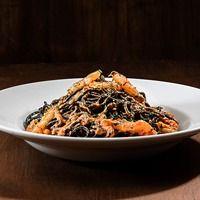 Spaghetti Negro con Langostinos