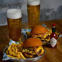 2 Burgers, Papas, Bebidas & Tabasco