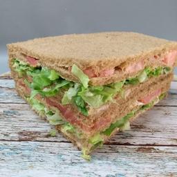 Sándwich de Atún, Lechuga y Tomate