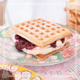 Waffle con Crema & Frutas