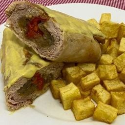 Muslito de Pollo Relleno con Salsa de Mostaza y Papas Fritas