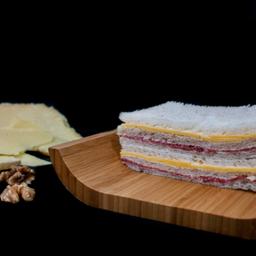 Sándwich Miga de Salame y Queso