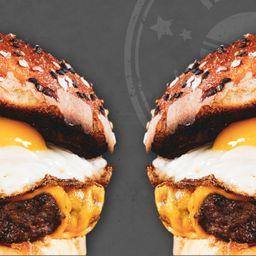 2 Chesse Burger, 2 Papas y 2 Postres