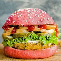 Pink Power Burger con Papas Fritas