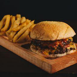 Hamburguesa Cheeseburger y Papas Fritas