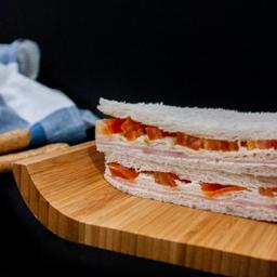 Sándwich Miga de Jamón & Tomate