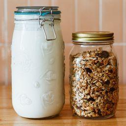 Yogurt con Granola & Frutas