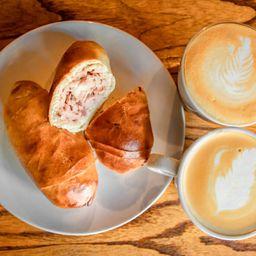 2 Cachitos de Jamón & Café