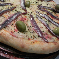 Pizza de Muzzarella con Anchoas