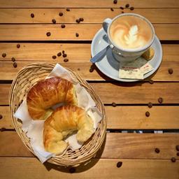 Combo: Café con Leche + 2 Medialunas