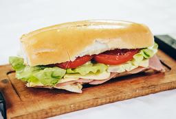 Sándwich Clásico + Bebida