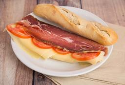 Sándwich Crudo, Queso y Tomate